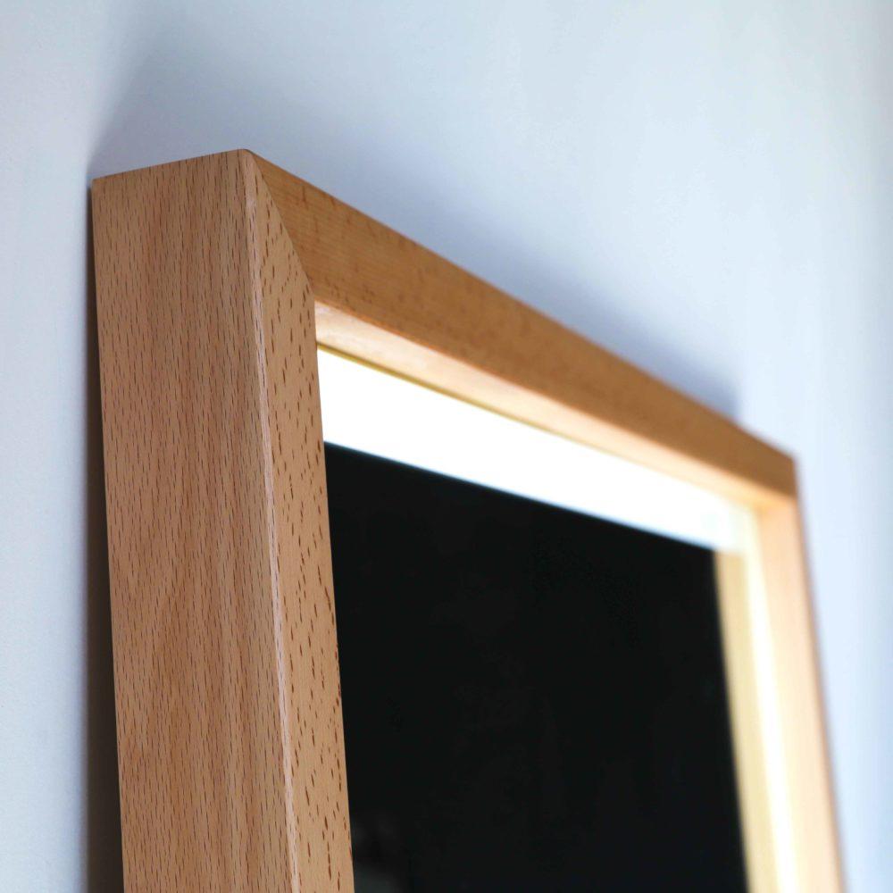 напольное зеркало в раме из бука с подсветкой