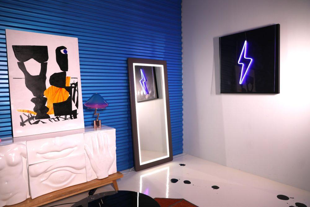 Напольное зеркало со светодиодной полосой подсветки