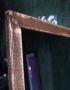 большое коричневое напольное зеркало в раме из дерева