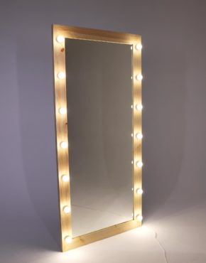Зеркало с лампочками в раме из сосны