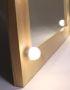 Зеркало с лампочками в раме из сосны в натуральном цвете