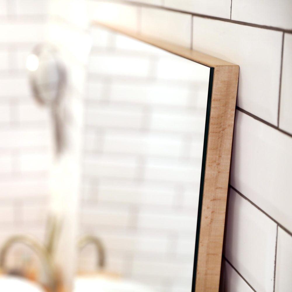 напольное зеркало на подложке из бука