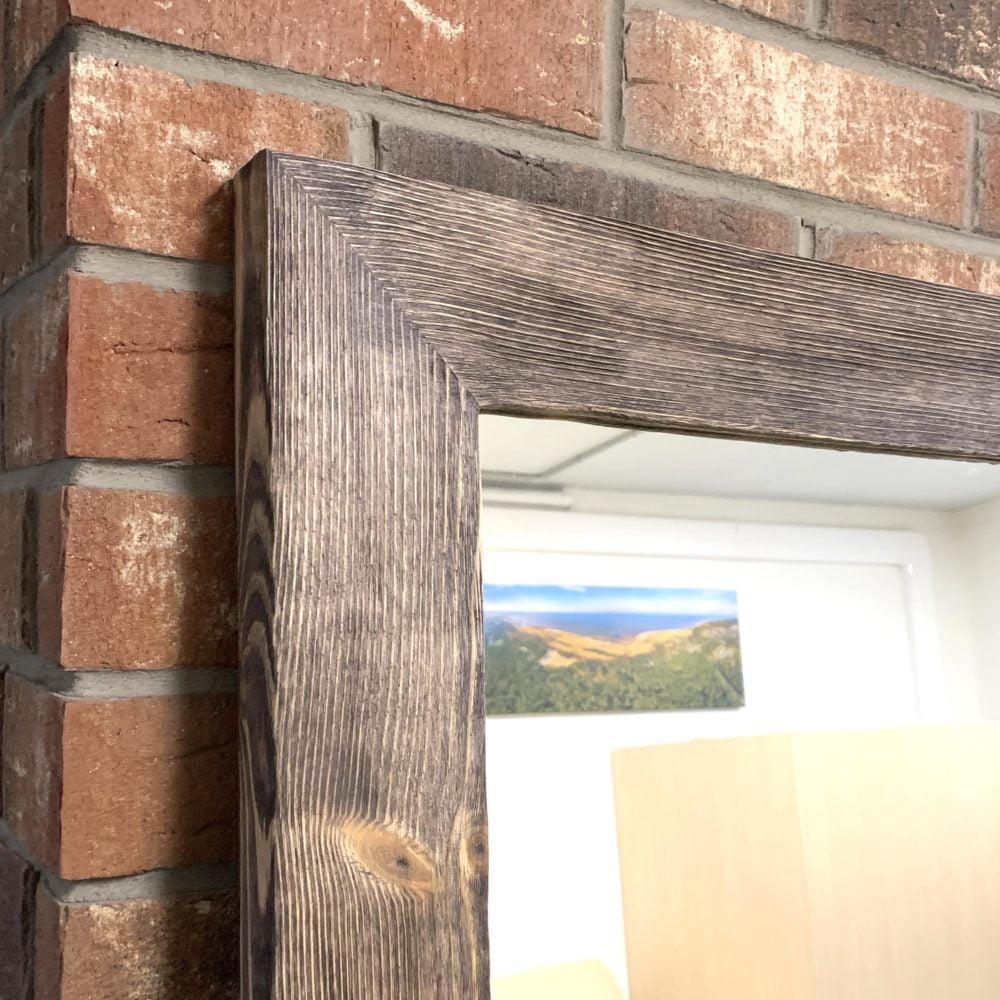 Напольное зеркало в лофтовой раме