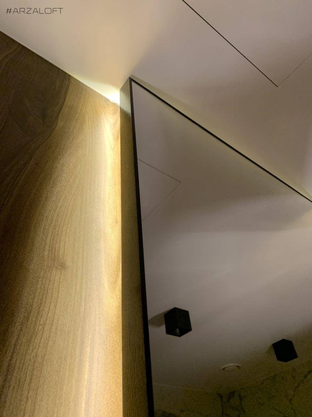 зеркало настенное с подсветкой