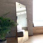 напольное зеркало с подставкой