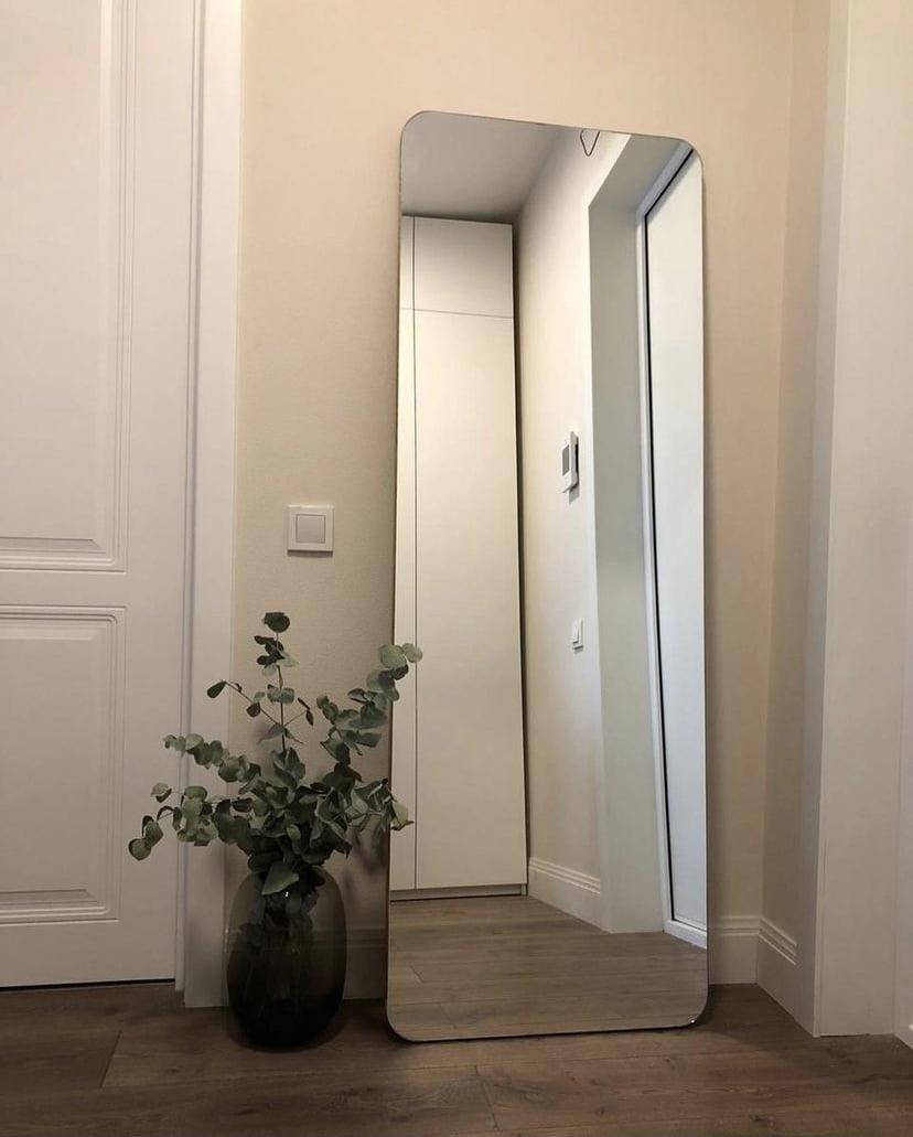 напольное зеркало на подложке со скруглёнными углами